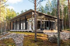 Modern Cabin in Finland Small House Design, Cottage Design, Home Building Design, Building A House, Summer Cabins, Bungalow, Off Grid House, Casas Containers, Cottage In The Woods