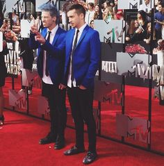 Twenty one pilots skeleton clique Josh Dun and Tyler Joseph.  |-/ stay street stay alive power to the local dreamer mtv movie awards 2014