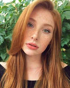 Glossy Rose - 20 Brilliant Rose Gold Hair Color Ideas for 2019 - The Trending Hairstyle Beautiful Freckles, Beautiful Red Hair, Beautiful Eyes, Simply Beautiful, Pretty Hair, Pretty Redhead, Redhead Girl, Brunette Girl, Natural Red Hair