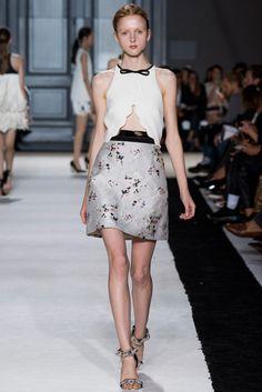Giambattista Valli Spring 2015 Ready-to-Wear Collection Photos - Vogue. Model: Madison Stubbington (IMG)