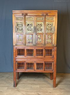Turn of the century decorative Oriental storage cabinet on cabinet in pine Chinese Cabinet, Slatted Shelves, Antique Chinese Furniture, Cabinet Furniture, Pine, Oriental, Interior Design, Antiques, Storage