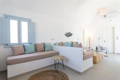 DS Traditional Villas Santorini Island, Καρτεράδος – Ενημερωμένες τιμές για το 2019 Santorini Island, Dining Bench, Villa, Traditional, Furniture, Home Decor, Dining Room Bench, Decoration Home, Room Decor