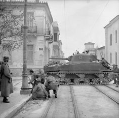 Sherman tanks and troops from the (Scottish) Parachute Battalion, British Parachute Brigade together with their Greek allies, fighting against members of ELAS (Greek People's Liberation Army) i Athens, Greece, on December Battle Of Athens, Greek Soldier, Ww2 Photos, Ww2 Pictures, Photographs, Man Of War, Greek History, War Photography, Athens Greece