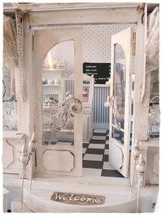 """das """"Café de Paris"""" hat eröffnet!      Die offizielle Eröffnung verschiebt sich ein wenig.....weil wie im richtigen Leben nix rechtzeitig ..."""