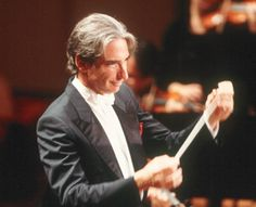Michael Tilson-Thomas conducting the San Francisco Symphony