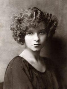 Clara Bow.  1921.