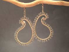 Hammered paisley earring with tiny loops di CalicoJunoJewelry, $120.00