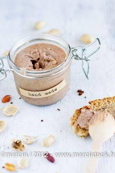 Beurre de cacahuètes fait maison, délicieux et facile à faire. Je vais arrêter d'acheter celui du commerce, ça ne vaut pas le coup !