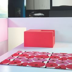Tapis rouge et rose Vitalize design rétro aux superbes motifs psychédéliques et artistiques.  #tapis #design #rétro #déco