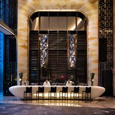 Tour JW Marriott Hotel Shenzhen Bao'an with our photo gallery. Our Shenzhen hotel photos will show you accommodations, public spaces & more. Design Entrée, Bar Interior Design, Lobby Design, Restaurant Interior Design, Design Ideas, Design Trends, Design Hotel, Exterior Design, Design Projects