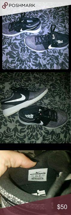Nike Sneakers Men's Nike Sneakers  Size 9.5 Worn twice. Didn't fit. Nike Shoes Sneakers