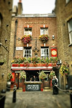 Lamb & Flag Pub — Located down a narrow alleyway near Covent Garden, considered one of London's oldest pubs and was once a favorite watering hole of Charles Dickens. London Pubs, London Places, Old London, The Places Youll Go, Great Places, Places To Go, Beautiful Places, Covent Garden, British Pub