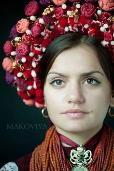 Украйнка. Вишиванка. Традиційний одяг. Вінок