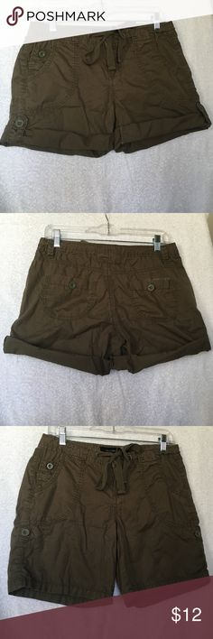 "Calvin Klein ladies sz4 cargo style shorts, olive Excellent condition!! Calvin Klein sz4 olive color shorts. These have button detail on the sides, & can be worn rolled up & buttoned in place (making the inseam approximately 3.5"") or worn longer (6"" true inseam). Button & functional tie at waistband, zip fly. Cool & comfortable 100% lightweight cotton. Calvin Klein Shorts"