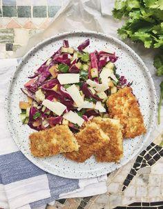 Pankofriterad tofu med rödkålssallad // Panko fried tofu with red cabbage salad