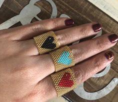 ❤️✨❤️Felices llegando a cada lugar en el mundo con mucho amor!! Ella ya esta disfrutando de estos hermosos anillos en su casa en #bayamon… Peyote Beading, Beaded Rings, Beading Patterns, Seed Beads, Projects To Try, Creative, Handmade, Beautiful, Amor