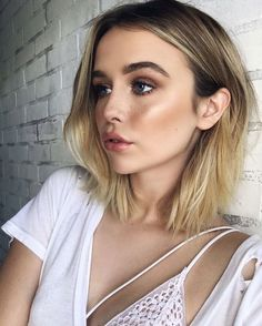 """154 Likes, 6 Comments - Dinair Airbrush Makeup (@dinairofficial) on Instagram: """"Duplicate a glow like @acaciabrinley with our Airbrush Strobing Collection! Yours FREE with the…"""""""
