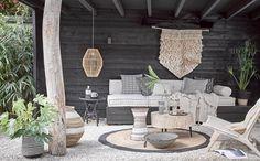 Inside or outside ? Outdoor Lounge, Outdoor Areas, Outdoor Life, Outdoor Living, Outdoor Decor, Paradis Tropical, Bench Decor, Outside Living, Interior Garden
