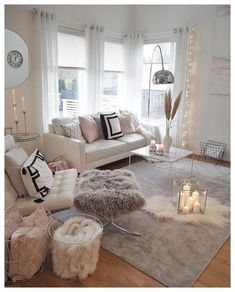 Making a cozy living room designed in a wintry theme can be featured with a set of comfy sofas. Find out our top picks on winter living room decor with sofa. Winter Living Room, Living Room Decor Cozy, Living Room Modern, Decor Room, Living Room Interior, Living Room Designs, Bedroom Decor, Bedroom Ideas, Girls Bedroom