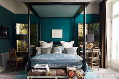 Wall color with pattern ceiling like the top of the bed Fashion Editor Kim Hersov's London Home - ELLE DECOR Dark Teal Bedroom, Blue Master Bedroom, Peacock Bedroom, Bedroom Colors, Indigo Bedroom, White Bedroom, Elle Decor, Room London, Teal Walls