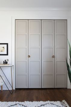 How do you update an old closet door? This simple closet door makeover proves that you don't have to spend a lot of money. Bedroom Doors, Closet Bedroom, Hallway Closet, Diy Bedroom, Bedroom Ideas, Maximize Closet Space, Ideas Armario, Folding Closet Doors, Diy Closet Doors