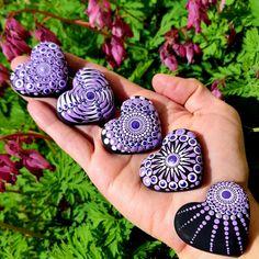 Dot Art Painting, Mandala Painting, Mandala Art, Stone Painting, Painted Rocks Craft, Hand Painted Rocks, Rock Painting Ideas Easy, Rock Painting Designs, Stone Crafts