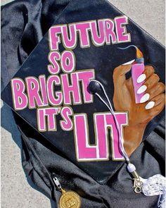 Cap ideas Back to School Crafts Graduation Stole, Graduation Cap Toppers, Graduation Cap Designs, Graduation Cap Decoration, Nursing Graduation, Graduation Diy, Grad Cap, High School Graduation, Cap Decorations