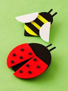 Your child can practice cutting out circles for the heads and bodies of cute creatures. Assemble the pieces to create these flying foam friends. Add stripes to the bee and attach punched foam holes to the ladybug as spots. Insect Crafts, Glue Crafts, Paper Crafts, Paper Toys, Paper Art, Craft Activities, Preschool Crafts, Foam Sheet Crafts, Craft Foam