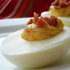 Bacon Cheddar Deviled Eggs - These deviled eggs include bacon and shredded cheddar cheese. Better than your ordinary deviled eggs. Egg Recipes, Appetizer Recipes, Snack Recipes, Appetizers, Cooking Recipes, Easter Recipes, Salad Recipes, Breakfast Recipes, Party Recipes