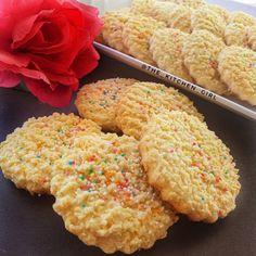 Eid Biscuits, Vanilla Biscuits, Coconut Biscuits, Cream Biscuits, Fun Baking Recipes, Pastry Recipes, Cookie Recipes, Dessert Recipes, Eid Recipes