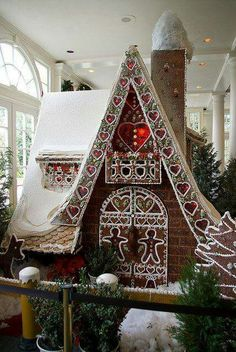 Giant Gingerbread House!!! Bebe'!!! Awesome Gingerbread display!!!