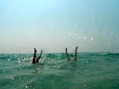 El pino en la playa :) /handstands on the beach Summer Feeling, Summer Vibes, Good Vibe, Summer Dream, Summer Fun, Salvador Dali, Summer Aesthetic, Film Photography, Viajes