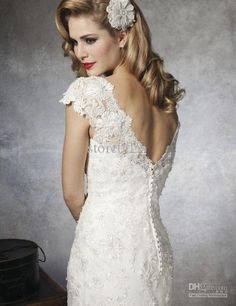 Vintage wedding hair and bright red lips. Classically drop dead gorgeous.