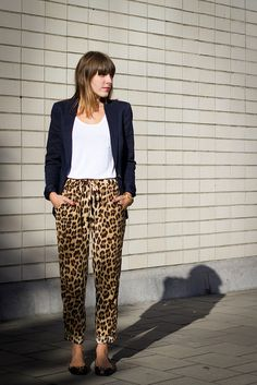 See related links to what you are looking for. Fall Winter Outfits, Summer Outfits, Casual Outfits, Fashion Outfits, Womens Fashion, Zapatos Animal Print, Leopard Print Skirt, Urban Fashion, Casual Looks