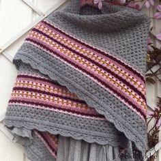 ektelykke crochet nordic shawl