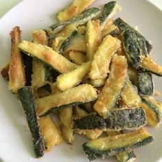 Crispy baked zucchini, simple but tasty recipe! - baked crispy courgettes Informations About Zucchine croccanti al forno, ricetta semplice ma sfiziosa - Healthy Chicken Recipes, Vegetable Recipes, Vegan Recipes, Cooking Tips, Cooking Recipes, Kenwood Cooking, Sicilian Recipes, Antipasto, Greens Recipe