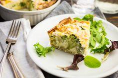 Hartige taart met broccoli, bloemkool en geitenkaas