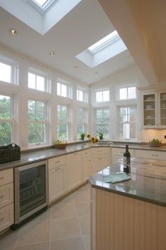 Stunning Beach House Design for Vacation Home Living: Awesome Modern Kitchen Design Skylight Window Cole Beach House Beautiful Kitchens, Cool Kitchens, New Kitchen, Kitchen Ideas, Kitchen Photos, Kitchen Reno, Kitchen White, Kitchen Stuff, Kitchen Inspiration