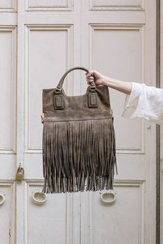 d794d8002 Luxuriously distressed bronze fringe tote by Sole Society Bolsos De Cuero  Hechos A Mano, Cuero