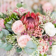 Gorgeous flower arrangement at the stunning @mackouwkuil_weddings lodge ❤️ . #DavishPhotography #SophisticatedSimplicity #SouthAfrica #lifestylephotographer #weddingphotographer #style #lifestyle #portrait #bridestyle #beautiful #naturallight #brideinspo #girlboss #muah #thruthelens #iamnikon #weddingfriends #prettyweddings #prettysessions #beauty #weddings #saweddings #weddingblog #weddingphotography #weddinginspo #weddingdecor #styling #weddingbouquet #bouquet #1001weddings Floral Wedding, Wedding Bouquets, Wedding Design Inspiration, Wedding Designs, Wedding Blog, Flower Arrangements, Floral Wreath, Wedding Decorations, Wedding Photography