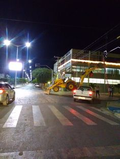 Em Monteiro no Cariri Paraibano, um fato além do inusitado aconteceu na noite desta terça-feira (13), a população Monteirense que passou na sinalização de trânsito do cruzamento do Banco do Brasil ...