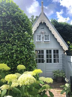 houten tuinhuis Vegetable Garden, Hydrangea, Was, Outdoor Living, New Homes, Cottage, Outdoor Structures, Landscape, House Styles
