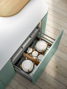 XXL VOL. 3 A new line of cutlery drawers and deep drawers. They open with minimal effort and slide even more smoothly along the levitation runner, making the system even more practical to use. Design Kitchen, Cutlery, Effort, Minimalism, Drawers, Deep, Kitchens, Design Of Kitchen, Drawer