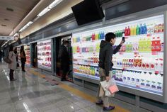 tesco homeplus opened a virtual grocery store in a south korea subway station, where users shop by scanning QR codes on their smartphones then have the products delivered to their home later that day! Street Marketing, Marketing News, Marketing Branding, Mobile Marketing, Media Marketing, Seoul Korea, North Korea, Visual Merchandising, Subway Store