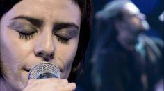 """Extra do DVD """"Luz Negra - Fernanda Takai ao vivo"""" """"O Ritmo da Chuva"""" (versão: Demetrius/John C. Gummoe) Fernanda Takai: voz John Ulhoa: guitarra, violão, pro..."""