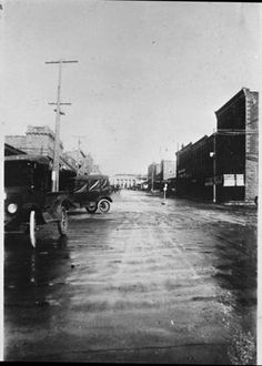 An early scene of Mesquite Street (now [2008] NE 1st Avenue) looking North toward old U.S. Post Office from the corner of East Hubbard Stree...