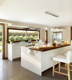 Una cocina amplia y luminosa