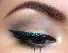 Glittery emerald eyeliner