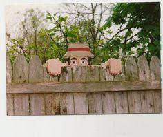 La main personnalisé en bois fonctionnelle « M. Wilson » Rail Pet ou clôture Sitter