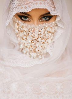 Love is the beauty of the soul . Muslim Girls, Muslim Women, Muslim Brides, Arabic Eyes, Arabic Makeup, Eid Makeup, Arabian Beauty, Muslim Beauty, Hidden Beauty